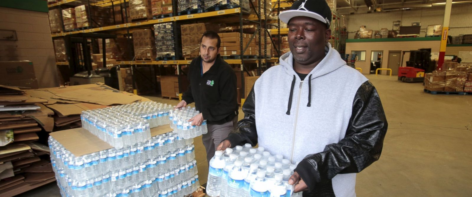 PHOTO: Anthony Fordham picks up bottled water from the Food Bank of Eastern Michigan to deliver to a school after elevated lead levels were found in the citys water in Flint, Mich. Dec. 16, 2015.