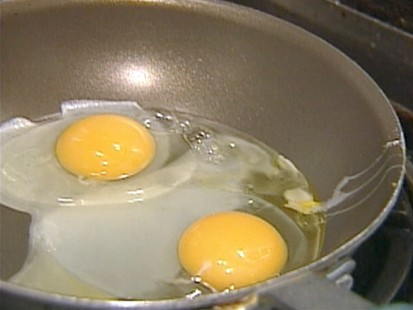 VIDEO: Surprisingly, spinach, potatoes and eggs pose a high risk of food poisoning.