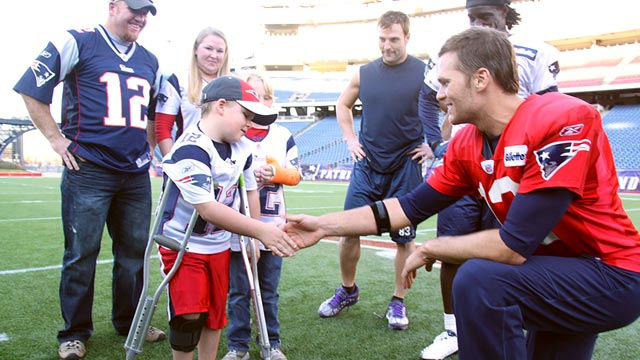 PHOTO: Tom Brady shakes Caleb Seymours hand