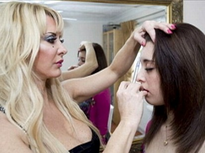 VIDEO: Sarah Burge gives her 16-year-old Botox injections in the name of beauty.