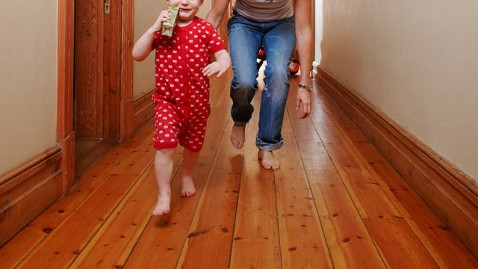 gty chasing after son nt 111031 wblog Chasing Your Kid: Legit Workout Plan or Wishful Thinking?