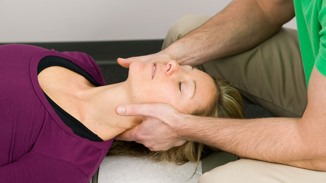PHOTO: Spinal manipulation is one of the most common treatments for neck pain.