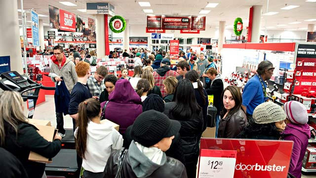 PHOTO: Crowd of shoppers at Great Lakes Mall