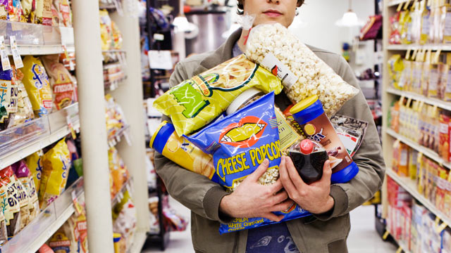 PHOTO: A study that finds those who food shop hungry buy 23 percent more junk food.