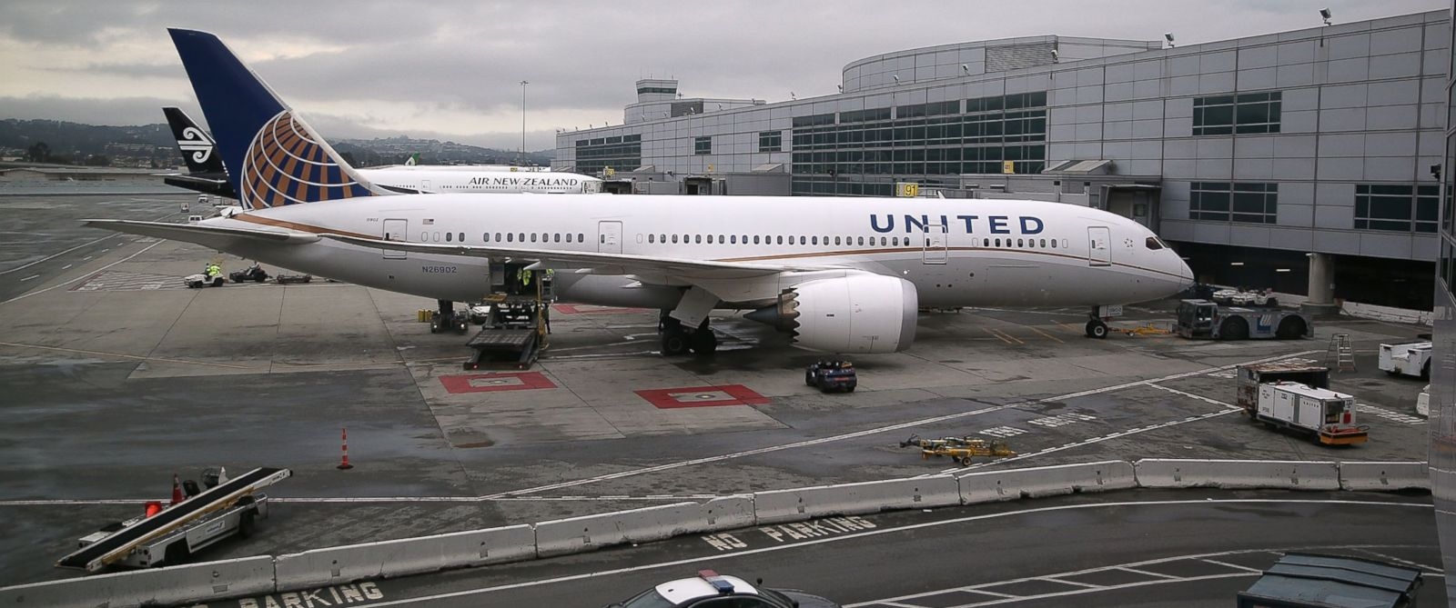 Good Morning America United Airlines : Airlines probed for allegedly raising fares after amtrak