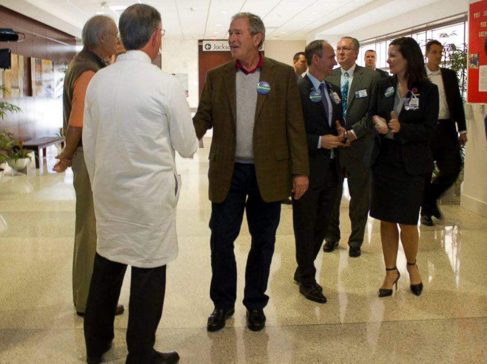 PHOTO: Former President George Bush visits Texas Presbyterian hospital in Dallas, Texas, Nov. 7, 2014.