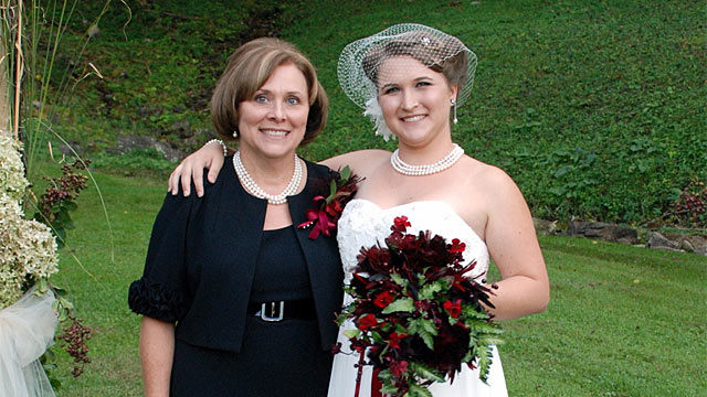 PHOTO: Allana Maiden and her mother Debbie Barrett on her wedding day in 2011
