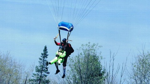ht carolyn meiselbach skydiving ml 130516 wblog Great Grandma, 79, Jumps From Plane