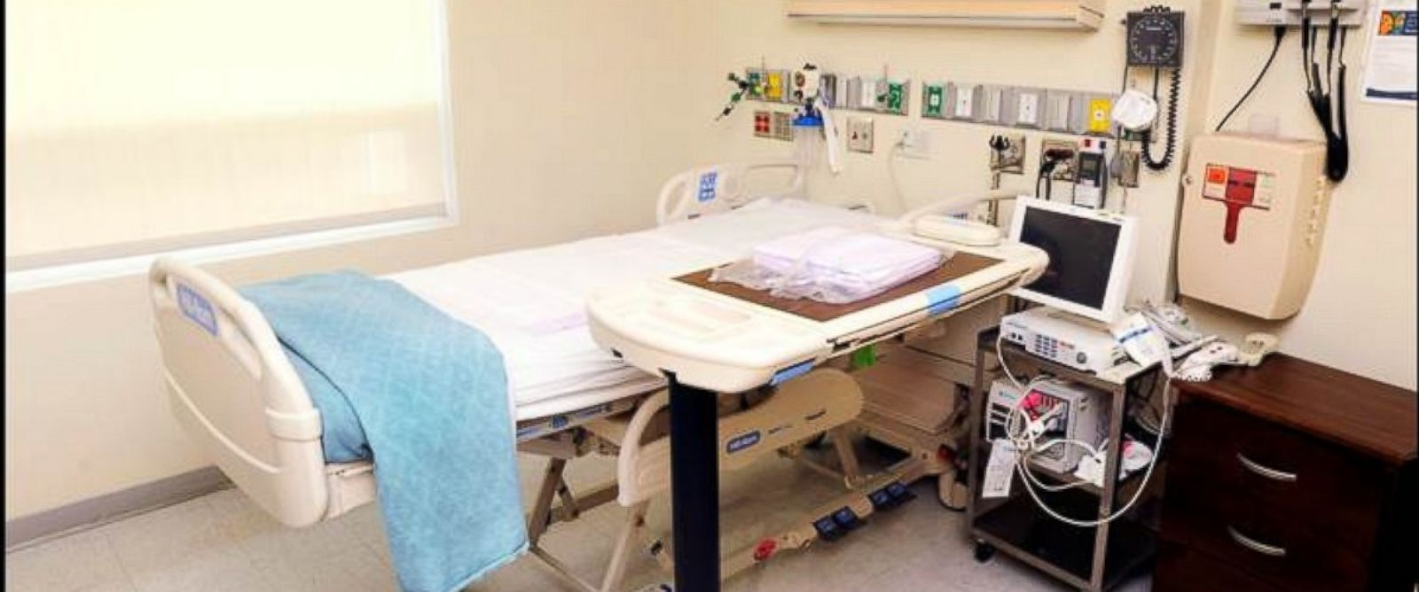 PHOTO: The Ebola-stricken Americans will be treated this isolation rooms and others similar to it.