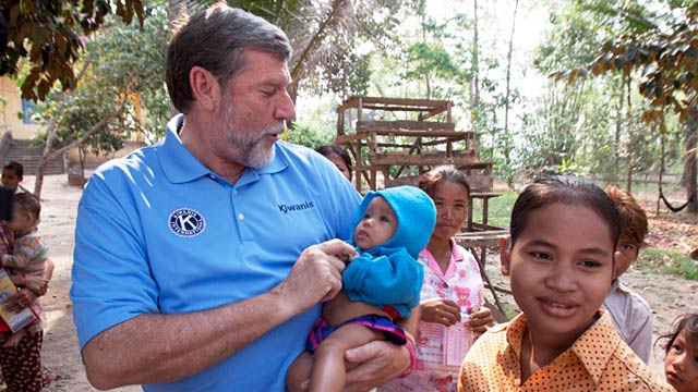 PHOTO:Alan Penn at a UNICEF-supported health outreach post in Cambodia