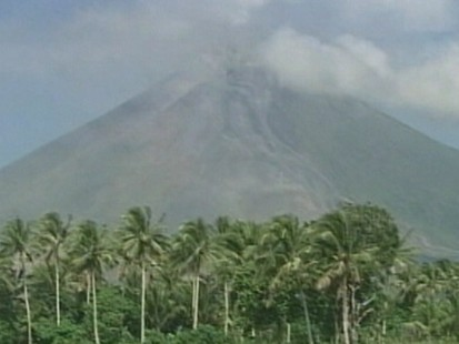 VIDEO: Volcano threat in the Philippines