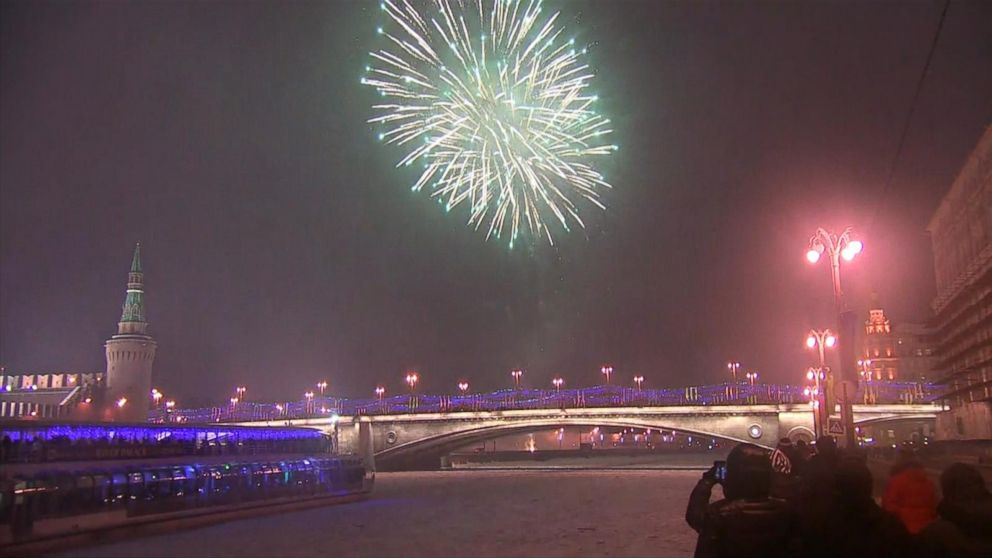 VIDEO: Moscow rings in the New Year with fireworks display.