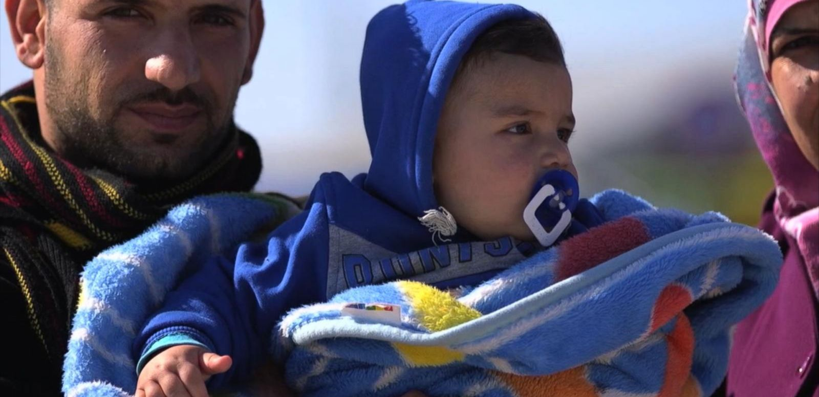 VIDEO: Tens of Thousands of Displaced Syrians Rush Toward Turkey