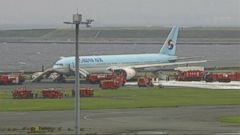 VIDEO: Hundreds of passengers onboard a Korean Air flight at Tokyos Haneda Airport were forced to evacuate onto the tarmac Friday after one of the Boeing 777-300s engines caught fire, the airline said.