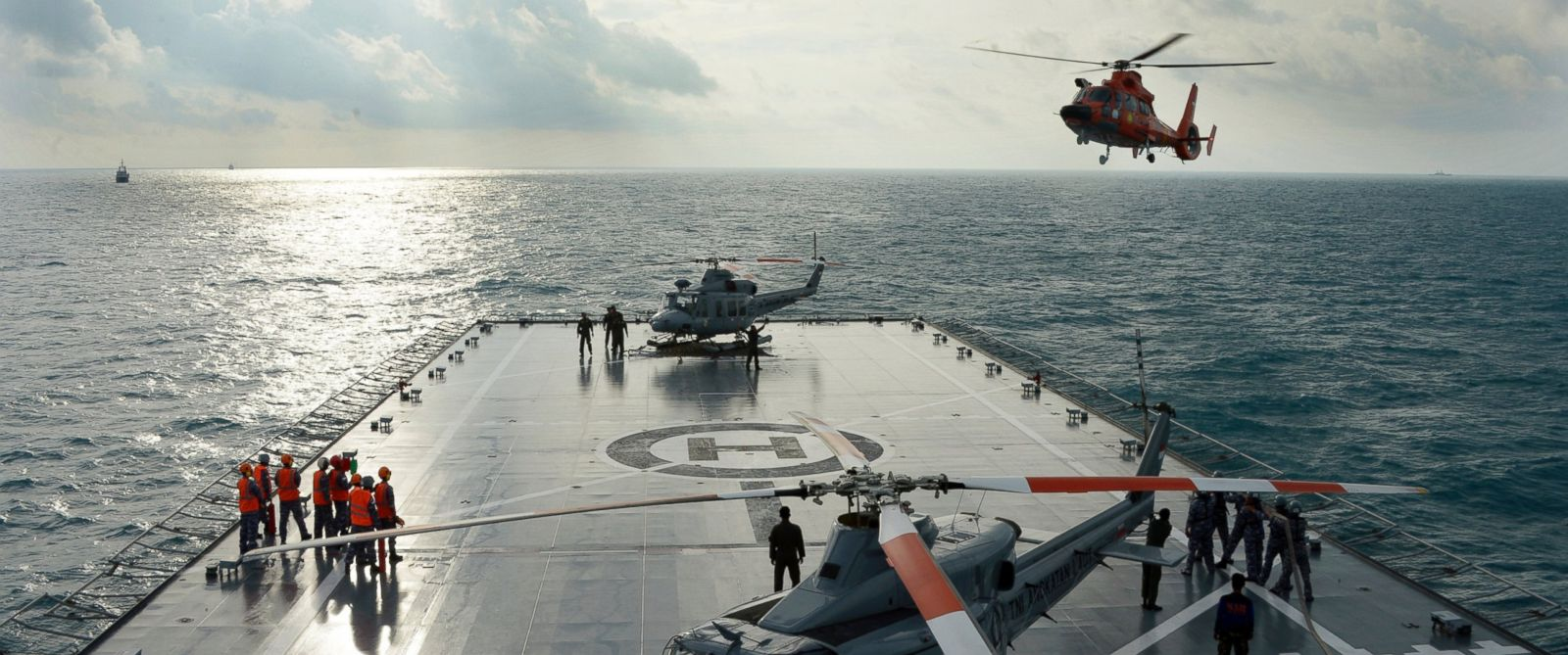 PHOTO: An Indonesian search and rescue helicopter prepares for landing at the Indonesian navy vessel KRI Banda Aceh as operations to lift the tail of AirAsia Flight 8501 in Java sea, Indonesia, Jan. 9, 2015.