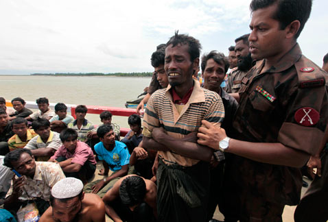 AP Bangladesh myanmar refugees thg 120618 wblog Today In Pictures: Myanmar Cries, Egypt Elections, Earth Summit and Soccer