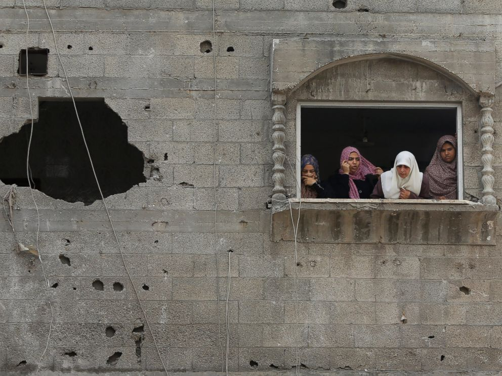 PHOTO: Palestinian women look at the al-Bakri family home destroyed by an Israeli strike in Gaza City, Aug. 4, 2014.