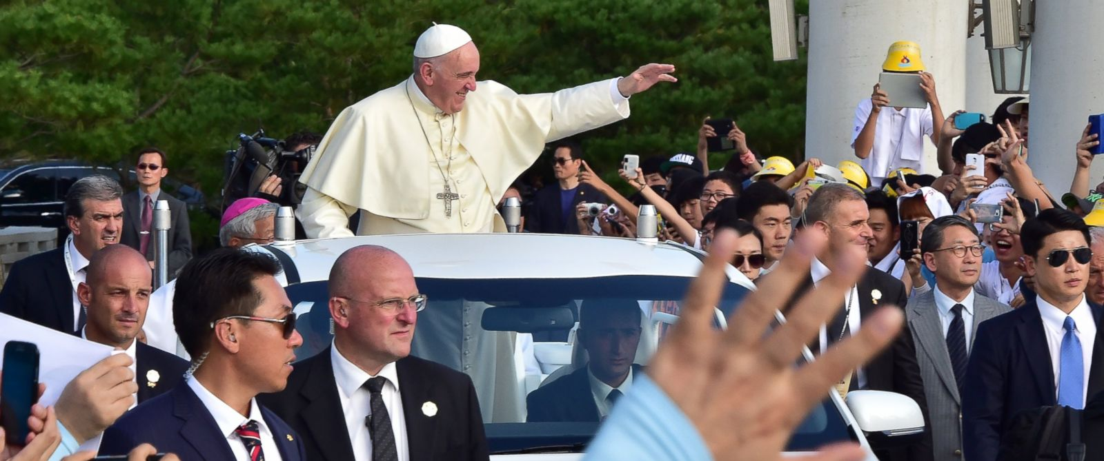PHOTO: Pope Francis waves upon his arrival at Solmoe Shrine for Koreas Catholic martyrs in Dangjin, southwest of Seoul, South Korea, Aug. 15, 2014.