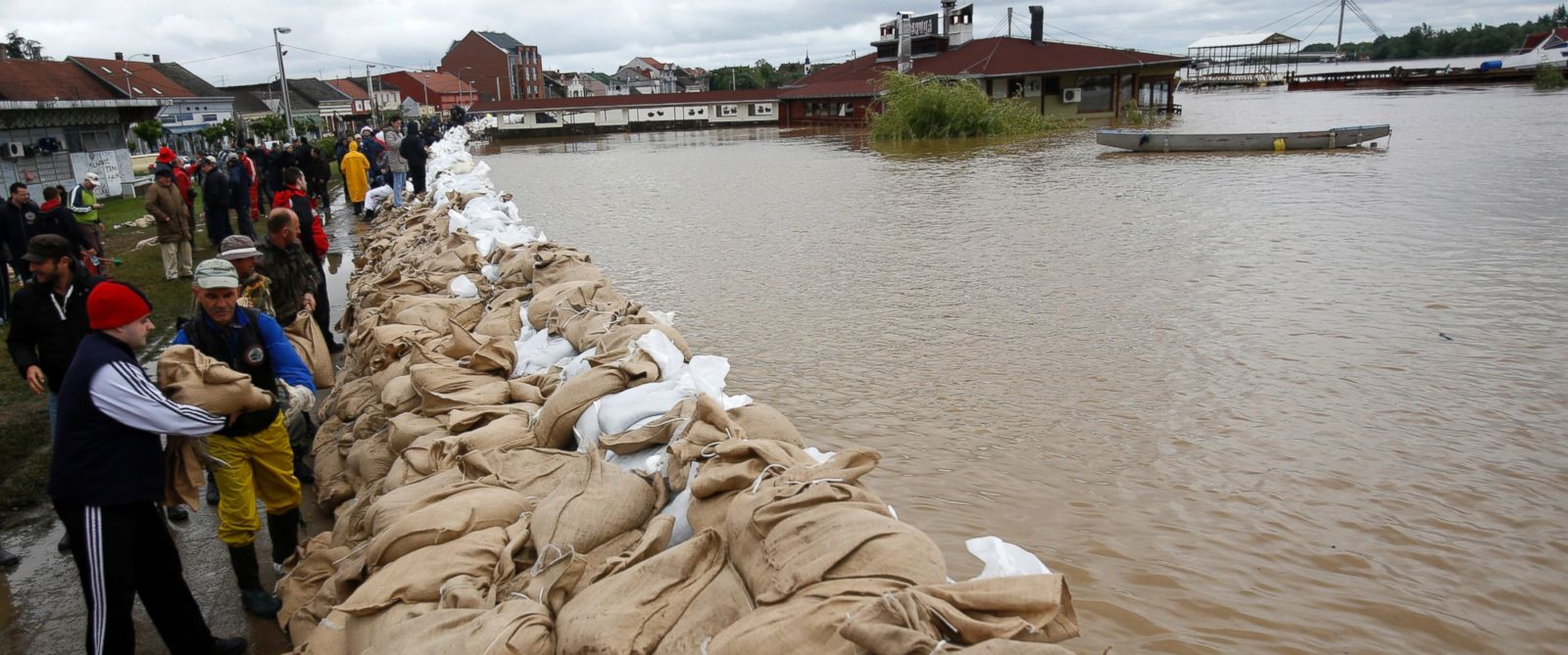 PHOTO: People build a dam made up of sandbags by the bank of the Sava river in Sremska Mitrovica, 90 kilometers west of Belgrade, Serbia, Saturday, May 17, 2014.