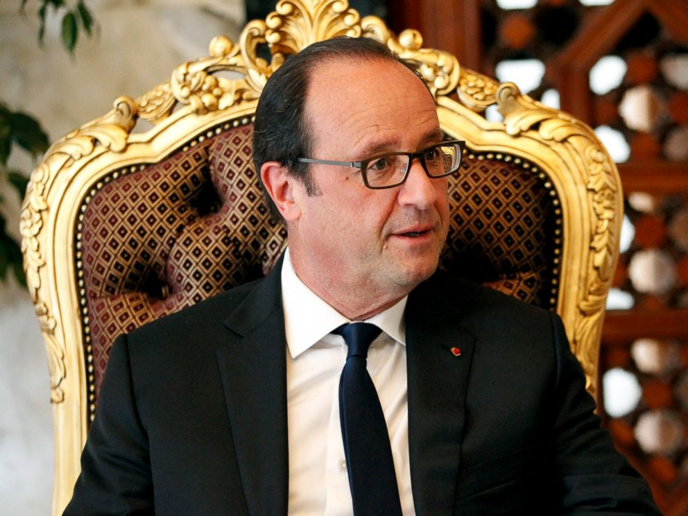 PHOTO: French President Francois Hollande sits in a lounge at the airport in Baghdad, Iraq, Sept. 12, 2014.