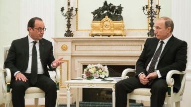 PHOTO: Russian President Vladimir Putin, right, listens to Frances President Francois Hollande during their meeting in Moscow, Russia, Nov. 26, 2015.