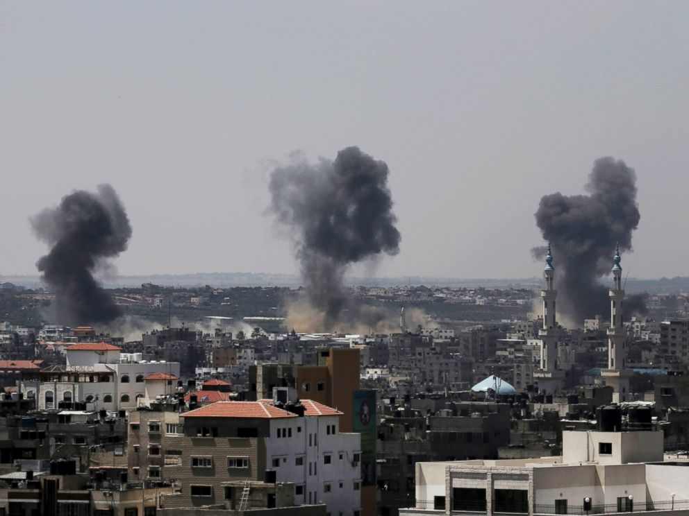 PHOTO: Smoke rises after Israeli missile strikes hit the northern Gaza Strip, July 16, 2014.