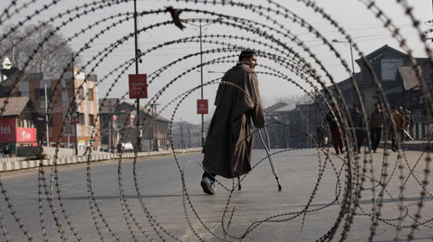 AP india kashmir barbed wire thg 111206 wblog Today In Pictures: Dec. 6, 2011.