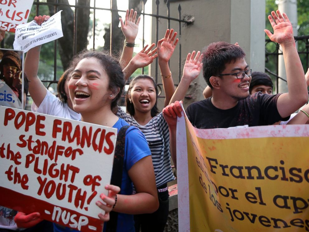 PHOTO: Youth and students shout Welcome Pope Francis after throwing colored powder in the air at the start of the countdown to welcome the Pontiff, Jan. 14, 2015 in Manila, Philippines.