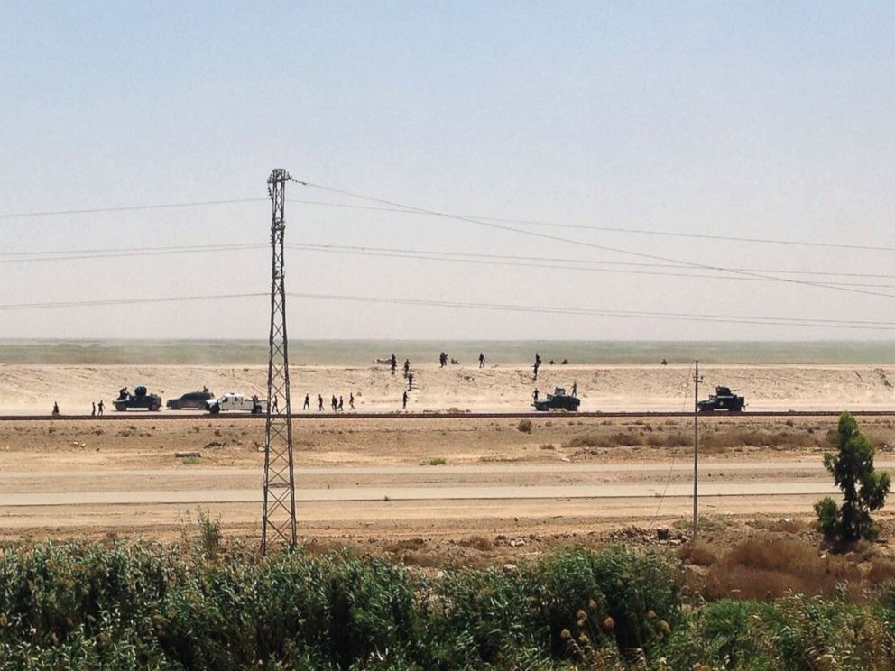 PHOTO: Iraq security forces withdraw from Ramadi, the capital of Iraqs Anbar province, 115 kilometers (70 miles) west of Baghdad, Sunday, May 17, 2015.