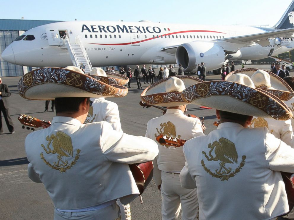 PHOTO: Mariachis perform as they say goodbye to Pope Francis at the Benito Juarez International Airport in Mexico City, Mexico, Feb. 17, 2016.