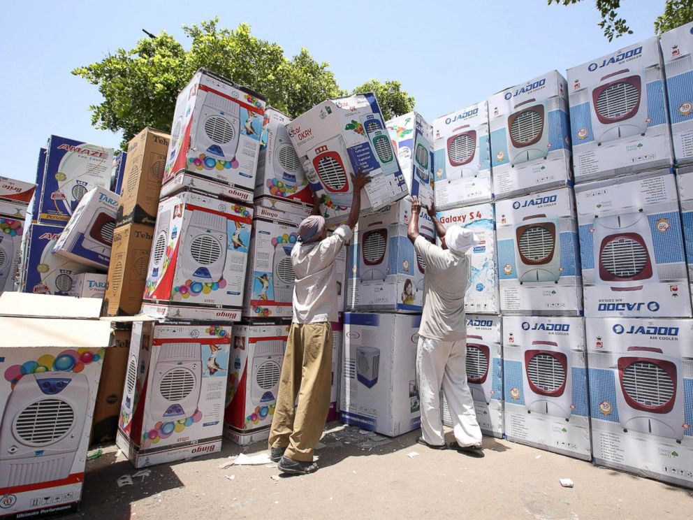 PHOTO: Indian laborers prepare air coolers for sale as temperature rises in New Delhi, May 27, 2015.