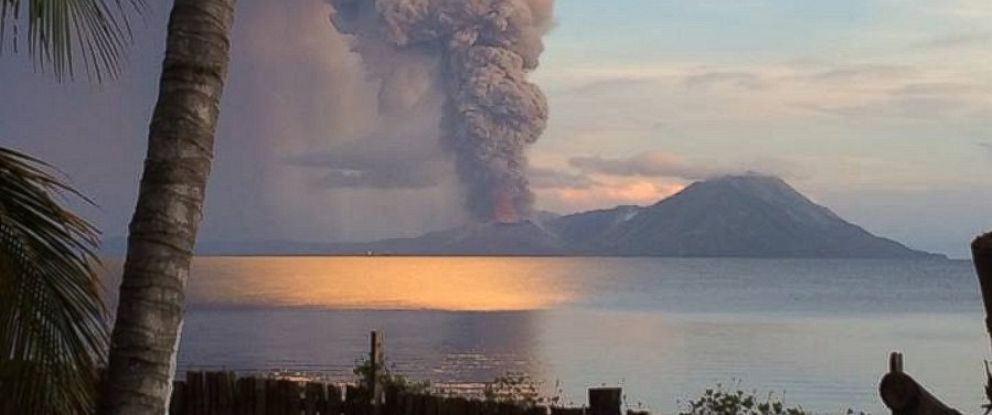 PHOTO: Smoke rises after Papua New Guineas Tavurvur volcano erupted, Aug. 29, 2014.