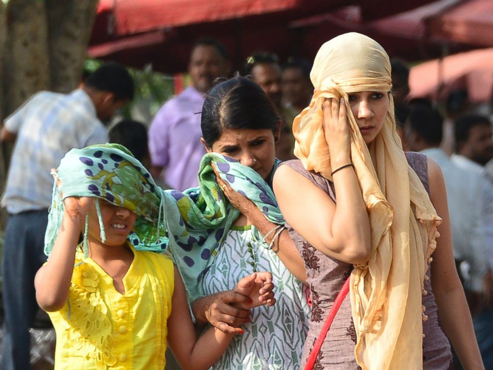 PHOTO: Girls protect themselves from the hot weather in New Delhi, May 2, 2016.