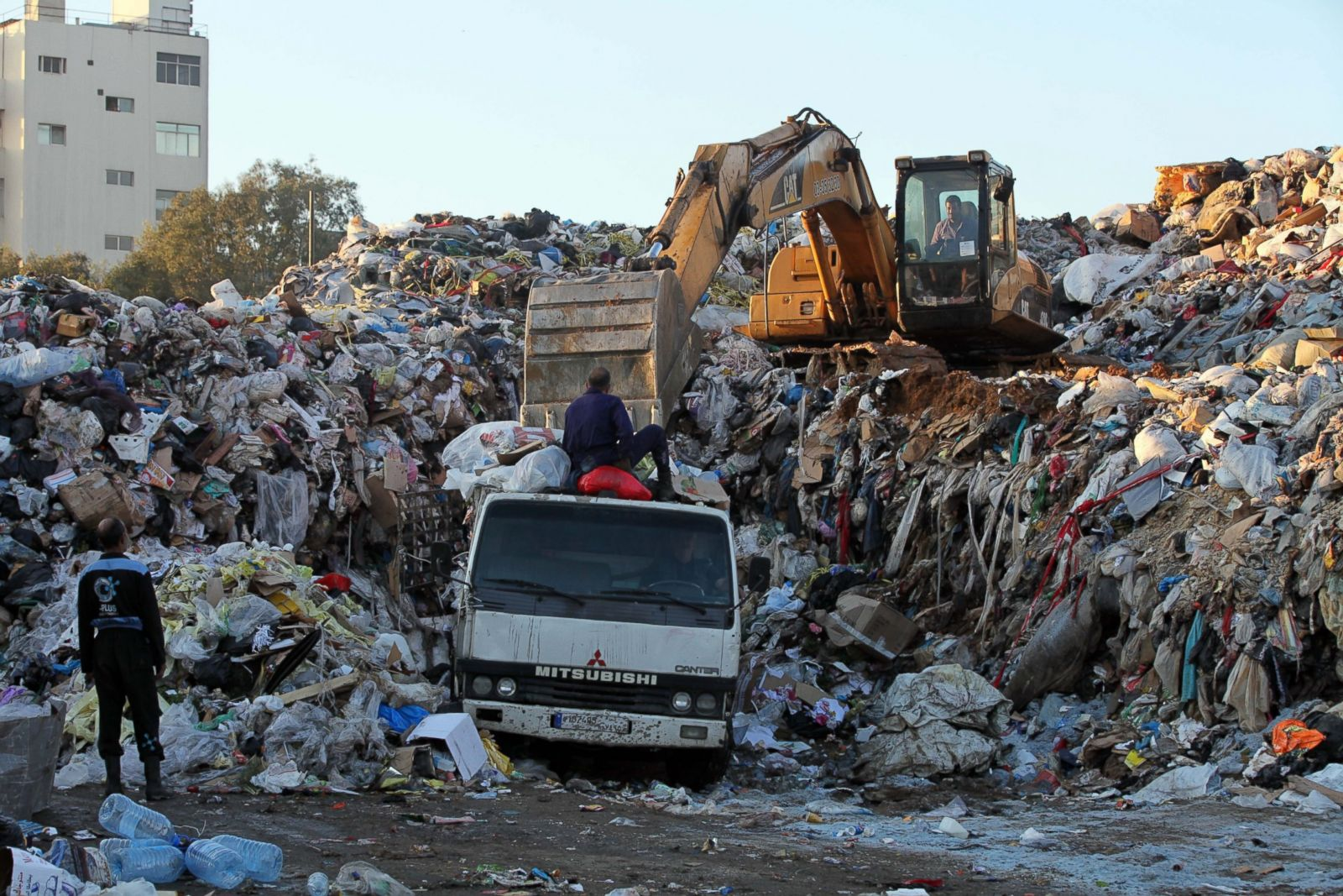 Picture Lebanon S Garbage Crisis Abc News