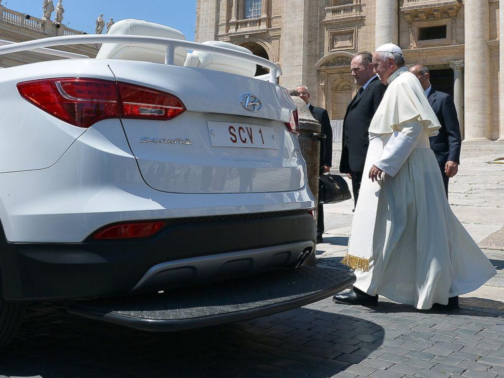 Pope Francis Debuts New Hyundai Version Of Popemobile Abc News