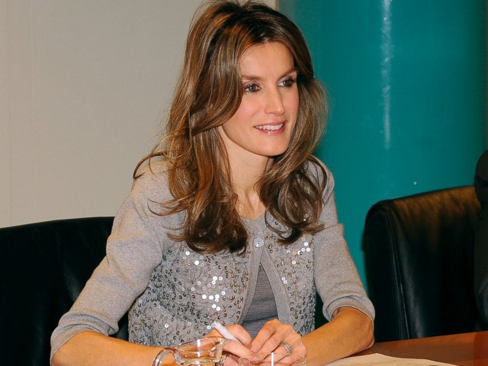 PHOTO: Princess Letizia of Spain attends Feriarte 2010 at IFEMA, Nov. 19, 2010, in Madrid.