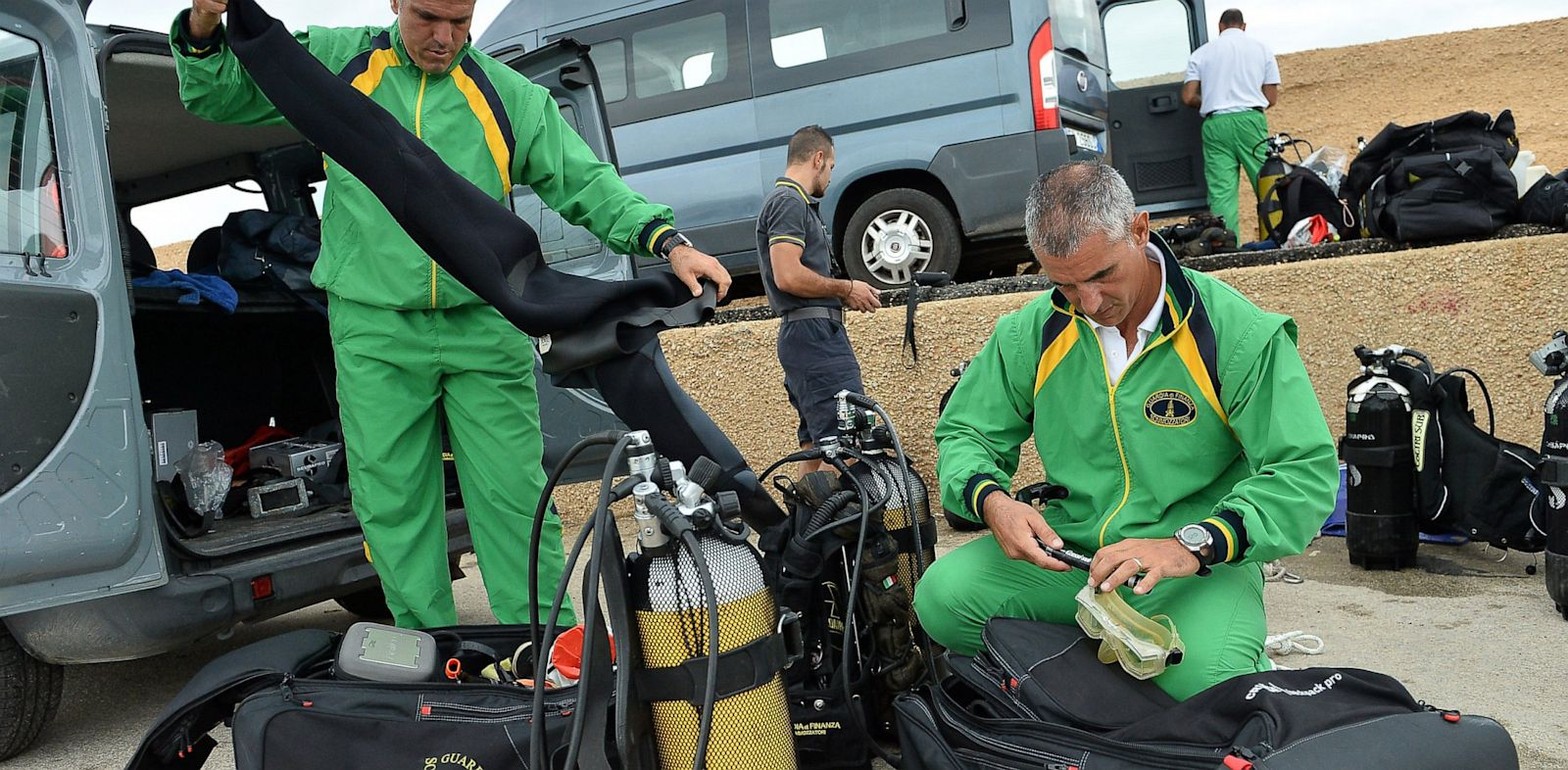 PHOTO: A Guardia di Finanza diver prepares his equipment