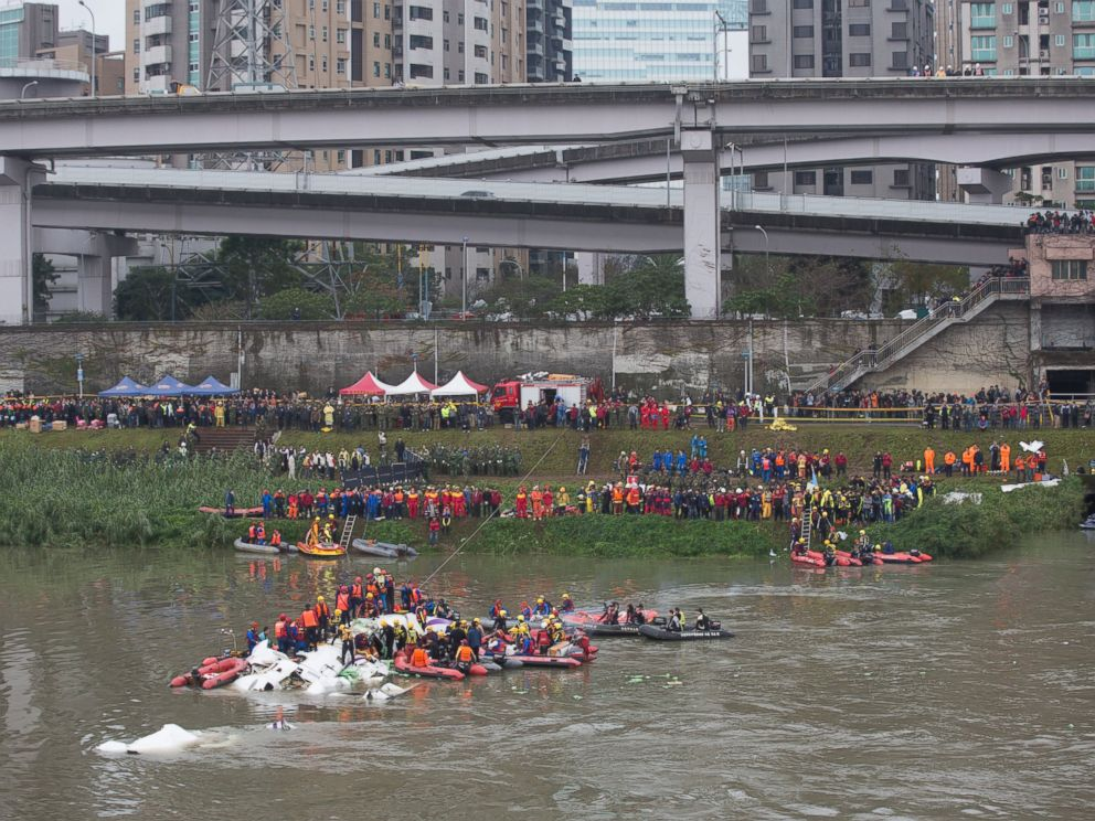 PHOTO: A general view shows the crash site of TransAsia Airways flight GE235 in the Keelung River in Taipei, Taiwan on Feb. 4, 2015.