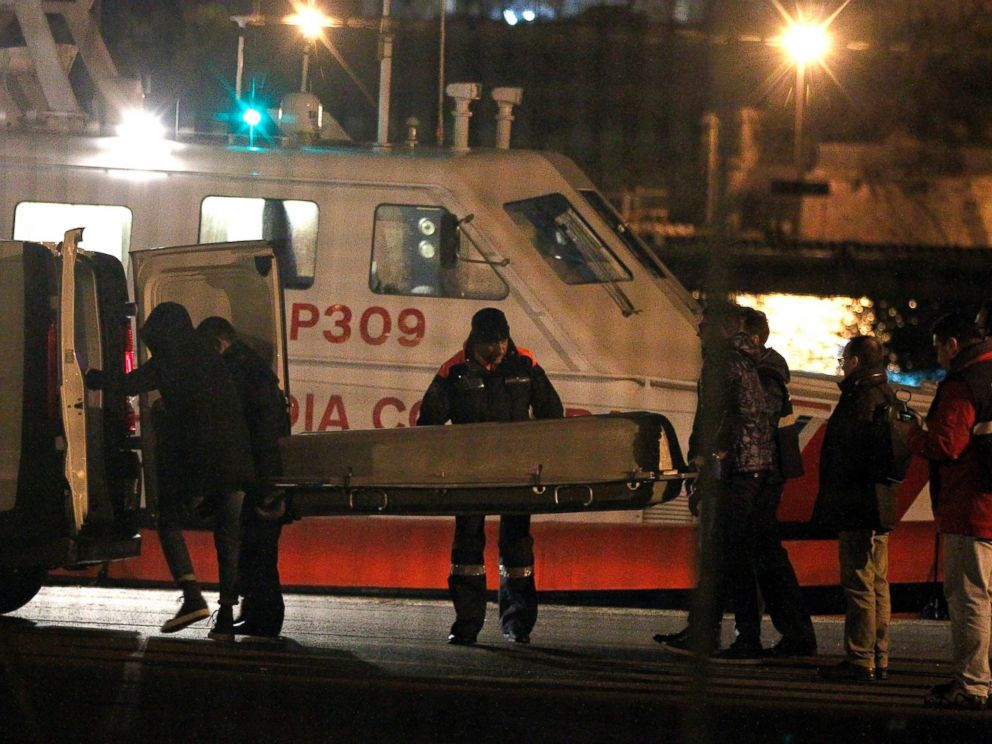 PHOTO: Italian Coast Guard members carry a body as they arrive in the Brindisi harbor, Brindisi, Italy, Dec. 28, 2014.