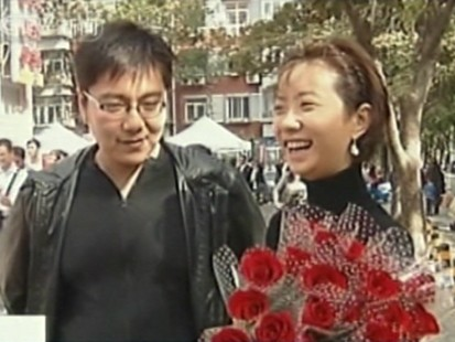 VIDEO: Thousands of couples in China get married on September 9, 2009.