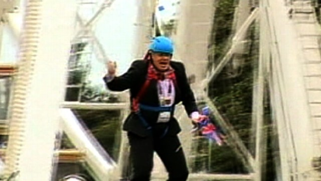 VIDOE: London Mayor Stuck in Zipline During Olympic Stunt