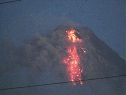 VIDEO: Thousands flee as the Philippines Mayon volcano shows signs of activity.