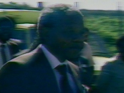 VIDEO: After more than 27 years of imprisonment, Nelson Mandela walks free.