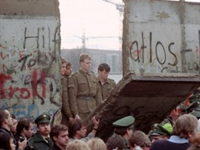 VIDEO: Fall of the Berlin Wall