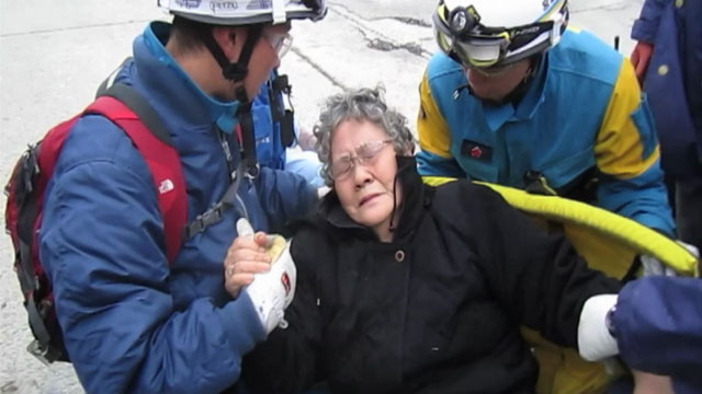 PHOTO Japanese Officials Rescue Woman Eighty-year-old woman pulled from earthquake rubble in Japan