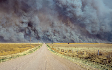 wildfire sends up a huge wall of smoke, forcing authorities to ...