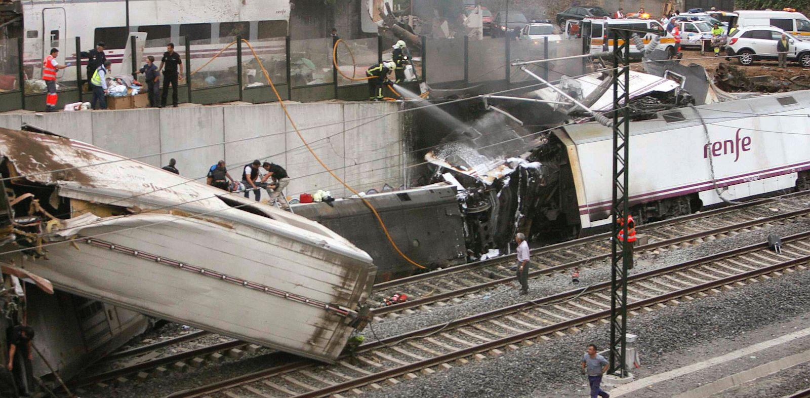 PHOTO: Emergency personnel respond to the scene of a train derailment in Santiago de Compostela, Spain, Wednesday, July 24, 2013.