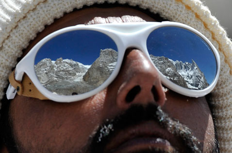 ap avalanche sunglasses nt 120418 wblog Today in Pictures: Obama Super Fan, Burning Art, and the Masters Tournament