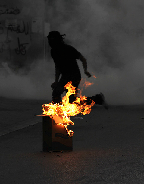 ap bahrain protest ll 120427 vblog Today in Pictures: Tulips Bloom, Bahrain Protest, Penn Relays