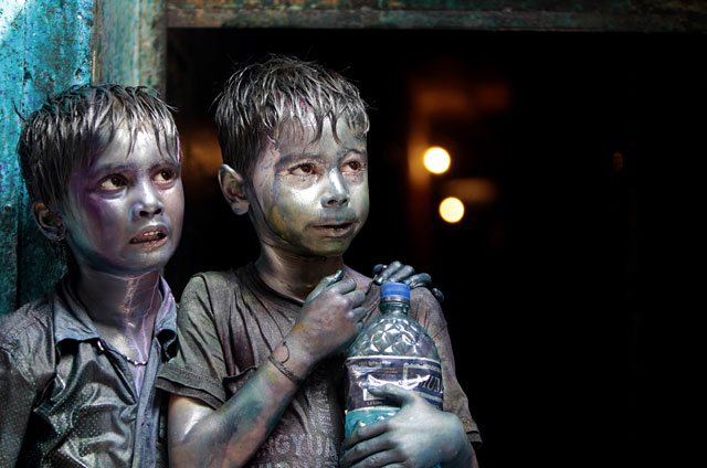 ap bangladesh holi 2 ll 130328 wblog Today in Pictures: Children in Color, Kurdish Casualties, A Boy and His Donkey